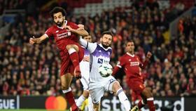 Mohamed Salah (trái, Liverpool) ghi bàn vào lưới Maribor. Ảnh: Getting Images.