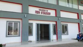 Cổng chính sân vận động QG Campuchia. Ảnh: Nhật Anh