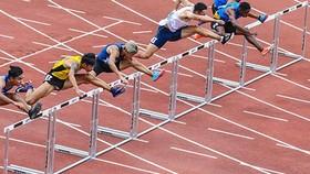 Chung kết nội dung 100 m rào nam. Ảnh: Dũng Phương
