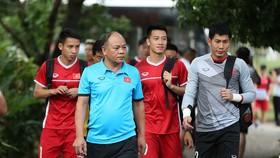 Huy Hùng bình phục đã giải quyết nhiều cho khu trung tuyến đội tuyển Việt Nam. Ảnh: MINH HOÀNG