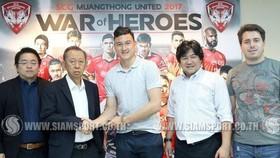 Văn Lâm sẽ chính thức khoác áo CLB Muangthong năm 2019. Ảnh: Siamsport