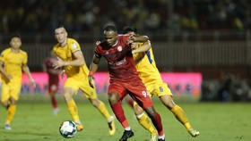 """Vinicius tiếp tục """"nổ súng"""" với bàn thắng thứ 2 cho CLB TPHCM. Ảnh: DŨNG PHƯƠNG"""