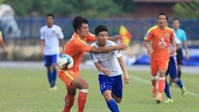 Phù Đổng (áo cam) đã có trận thắng đầu tiên sau 8 vòng đấu. Ảnh: MINH HOÀNG