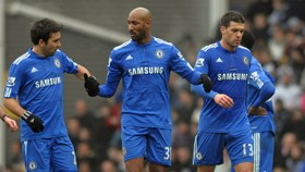 Anelka earns plaudits after firing Chelsea into fifth round