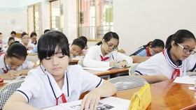"""Cuộc thi """"Prudential- Văn hay chữ tốt"""": 7 đơn vị hoàn thành vòng thi cấp quận"""