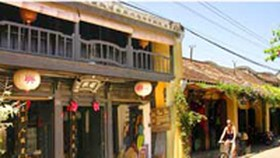 Hoi An to Ban Unsightly Businesses in City's Old Town