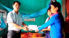 Báo SGGP trao tiền hỗ trợ cho 2 hoàn cảnh khó khăn