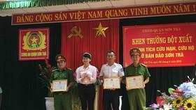 Truy tặng bằng khen cho công dân tử nạn trong lúc cứu người tại bán đảo Sơn Trà