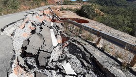 Vụ đường tránh đèo 543 tỷ đồng bị vùi lấp, 4 tháng vẫn chưa sửa: Mặt đường nhựa bể nát, gãy đứt