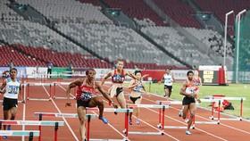 Quách Thị Lan (845) thi đấu nổi bật tại Asiad 2018
