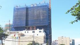 Một dự án khách sạn đang xây dựng ở Bãi Sau (TP Vũng Tàu)
