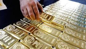 Vàng SJC giảm gần 500.000 đồng/lượng