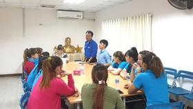 Sinh hoạt Chi đoàn Thanh niên tại Công ty TNHH Tân Hợp, KCN Lê Minh Xuân  - nơi đang thiếu cả chuyên trách Đảng và chuyên trách Đoàn