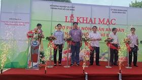 Khai trương Chợ phiên nông sản an toàn tại các quận 6 và Bình Tân