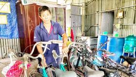 Tựu trường năm học 2019-2020, ông Giàu tặng khoảng 15 chiếc xe đạp cho học sinh nghèo