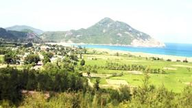 Dự án khu du lịch - khách sạn nghỉ dưỡng Vĩnh Hội, quy mô sử dụng 342ha đất bỏ hoang 10 năm nay. Ảnh: NGỌC OAI