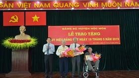 Huyện Hóc Môn trao tặng huy hiệu Đảng cho 54 đảng viên đợt 19-5