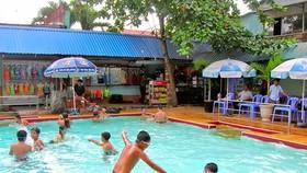 Nước tại các hồ bơi công cộng hiện vẫn được xử lý bằng Clo