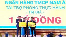 Nam A Bank đưa công nghệ ngân hàng hiện đại 4.0 đến sinh viên TPHCM