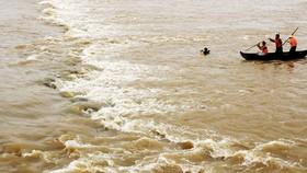 Tìm kiếm người mất tích trên sông Kôn (Bình Định)