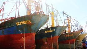 Tàu vỏ thép hư hỏng, gỉ sắt do Công ty Đại Nguyên Dương đóng nằm bờ chờ sửa chữa