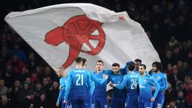 Arsenal - Ostersunds 1-2 ( chung cuộc 4-2): Pháo thủ ngã ngựa trong 70 giây
