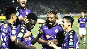 HAGL - Hà Nội 3-5: Oseni ghi cú đúp và cơn mưa 8 bàn thắng