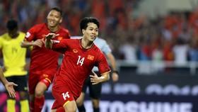 Việt Nam - Malaysia 2-0: Công Phượng gây cuồng phong, Quả bóng vàng Anh Đức lại tỏa sáng