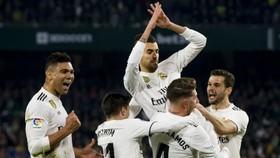 Real Madrid - Sevilla 2-0: Casemiro lập siêu phẩm sút xa, Modric nhân đôi cách biệt
