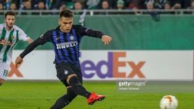 Rapid Wien - Inter Milan 0-1: Lautaro Martinez giành 3 điểm trên chấm 11m