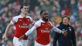 Arsenal - Southampton 2-0: Lacazette, Mkhitaryan lập công, HLV Emery vào lại tốp 4