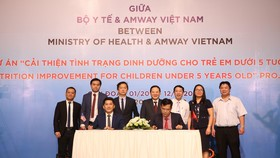 """Đại diện Bộ Y tế và Công ty Amway Việt Nam ký kết Biên bản Thỏa thuận Hợp tác Dự án """" Cải thiện tình trang dinh dưỡng cho trẻ em dưới 5 tuổi"""""""