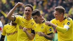 Dortmund - Dussedorf 3-2: Pulisic, Delaney, Gotze thắp lại hy vọng vô địch Bundesliga