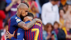 Barcelona - Getafe 2-0: Messi, Coutinho, Busquets, Rakitic tịt ngòi, Arturo Vidal lập công