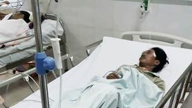 Nhiều người phải nhập viện nghi do ngộ độc rượu tại thôn Pà Păng, xã Cà Dy (huyện Nam Giang, Quảng Nam)
