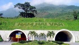 Hầm Hải Vân không đóng cửa như tin đồn