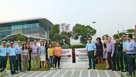 Đoàn trợ lý Nghị sĩ Hoa Kỳ thăm địa điểm Dự án tẩy độc dioxin tại sân bay Đà Nẵng