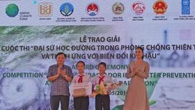 """Trao giải Cuộc thi """"Đại sứ học đường trong phòng chống thiên tai và thích ứng biến đổi khí hậu 2019"""
