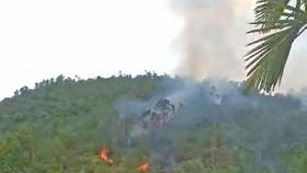 Kịp thời khống chế đám cháy tại rừng keo trên núi