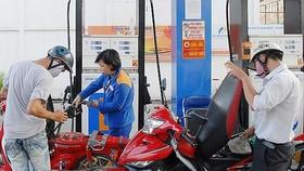 Giá xăng giảm 1.446 đồng/lít