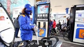 Giá xăng giảm 500 đồng/lít