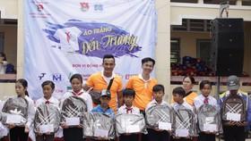 """Mang """"Áo trắng đến trường"""" cho 600 học sinh nghèo Cù Lao Dung, Sóc Trăng"""