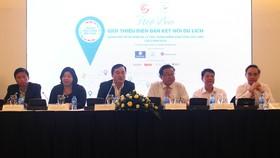 Ban tổ chức thông tin giới thiệu nội dung diễn đàn tại họp báo chiều 14-8. Ảnh: PHONG LAM