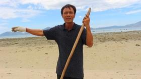 Người đàn ông 4 năm miệt mài nhặt rác biển ở đảo Phật Nằm