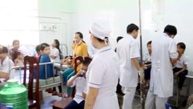 Hàng trăm học sinh cấp cứu sau khi uống sữa