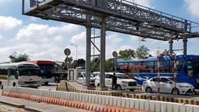 """Trạm BOT Sóc Trăng phải 5 lần """"xả trạm"""" trong sáng 9-1, vì kẹt xe kéo dài"""