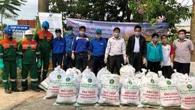 Thu gom bao bì thuốc bảo vệ thực vật đem đi tiêu hủy, nhằm góp phần phát triển nền sản xuất nông nghiệp an toàn, bền vững, thân thiện với môi trường
