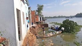 """4 căn nhà ở Long An bị """"bà thủy"""" nuốt chửng"""