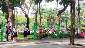 Người dân sinh hoạt vui chơi tại Công viên 23-9.