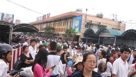 Người dân TPHCM tấp nập về quê nghỉ lễ